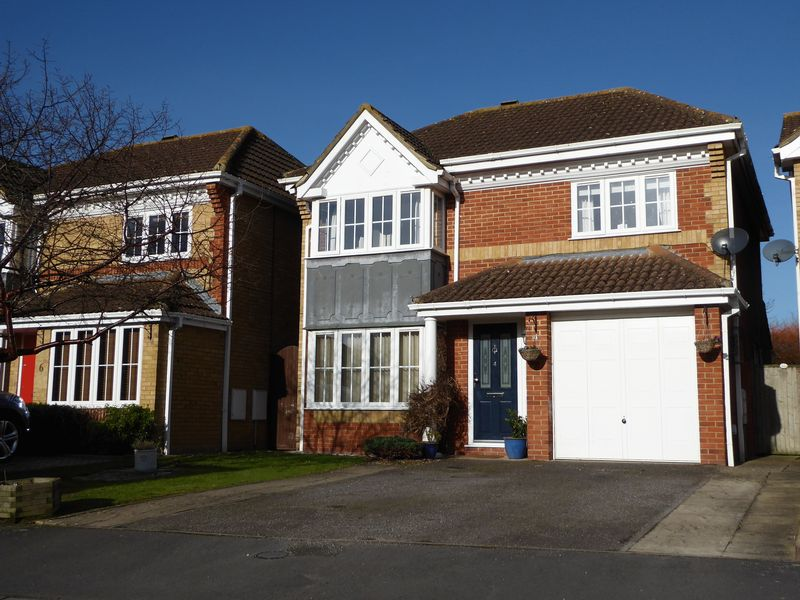 4 Bedrooms Detached House for sale in Swallow Close, Bicester